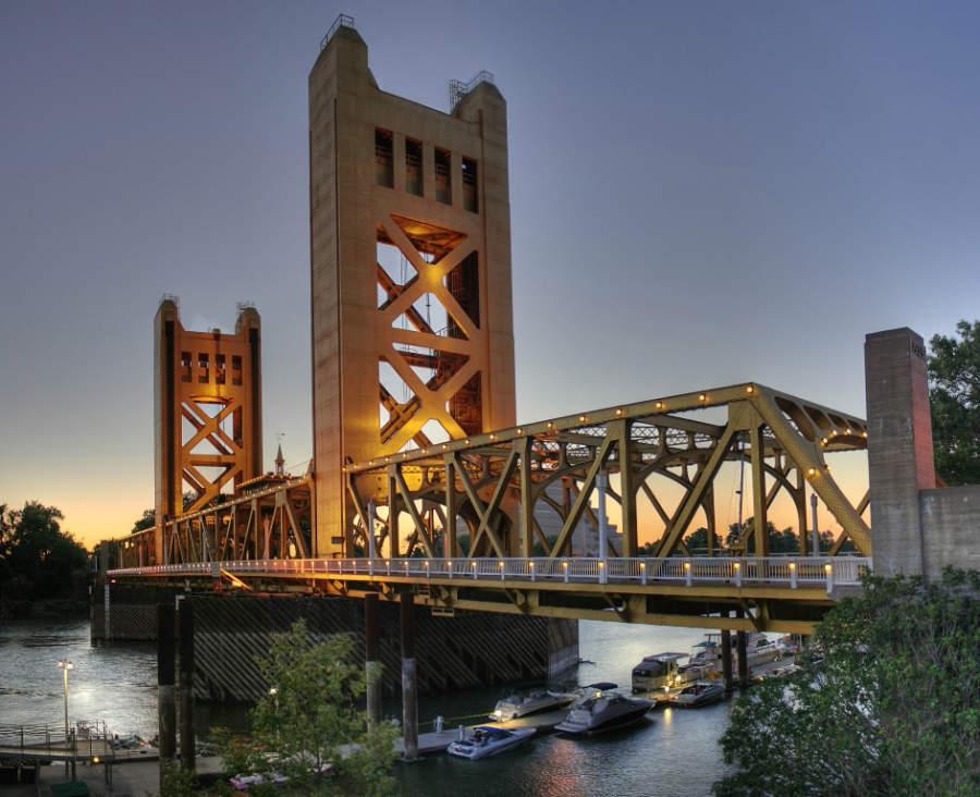 Puente Tower Bridge en Sacramento, California
