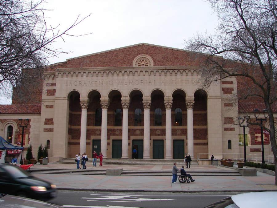 Fachada del edificio histórico Sacramento Memorial Auditorium