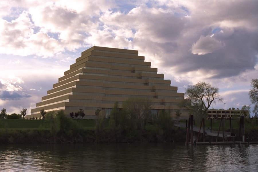 The Ziggurat es una construcción sobresaliente en Sacramento