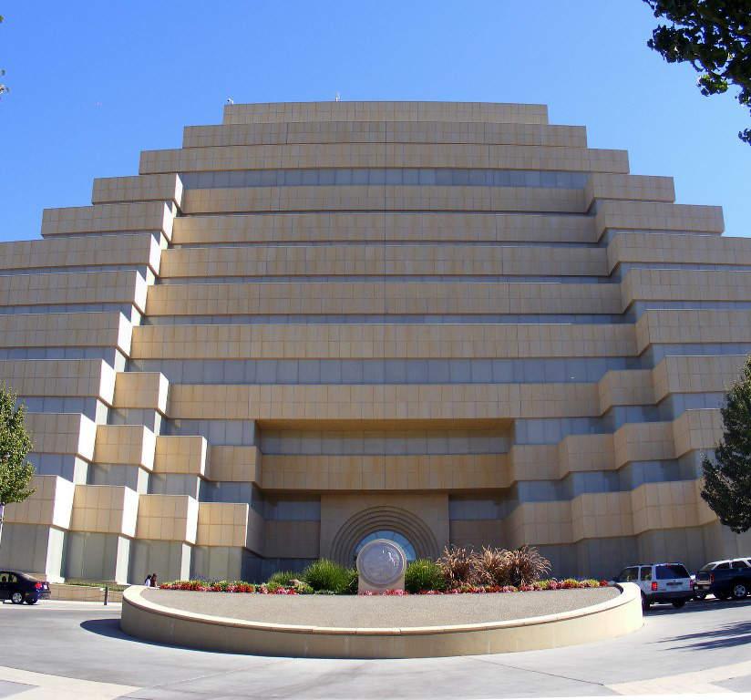 Entrada a The Ziggurat en Sacramento, California