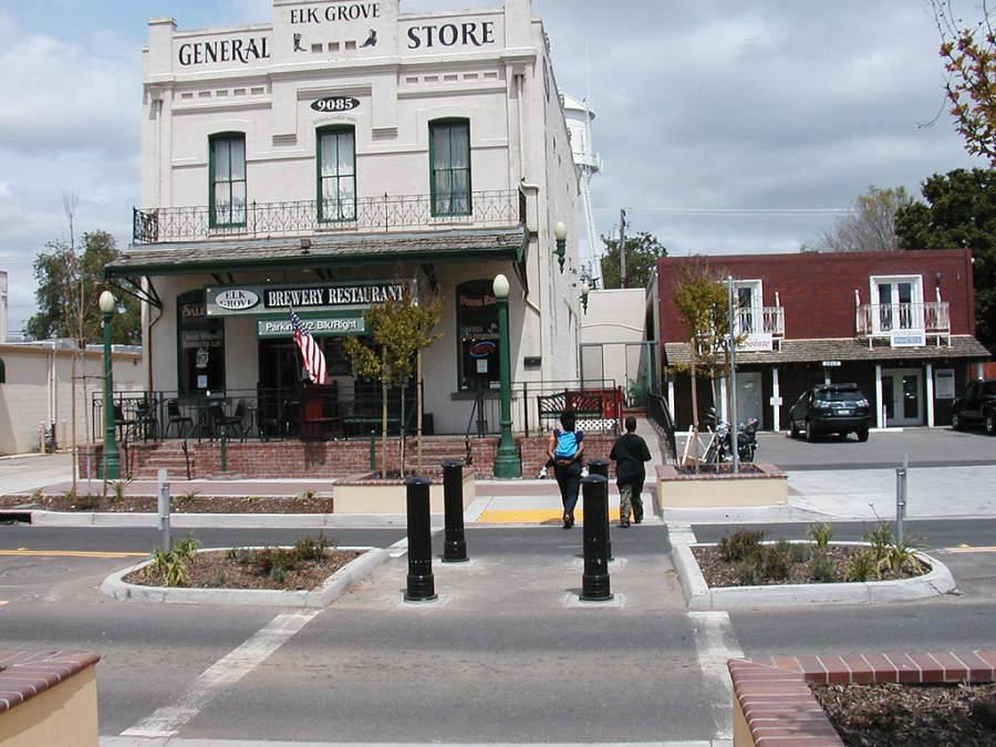 En Elk Grove hay números restaurantes y sitios de compras