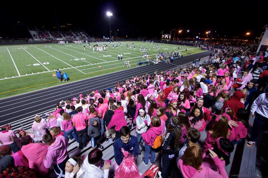 Asiste a los diferentes eventos deportivos que se llevan cabo en Elk Grove