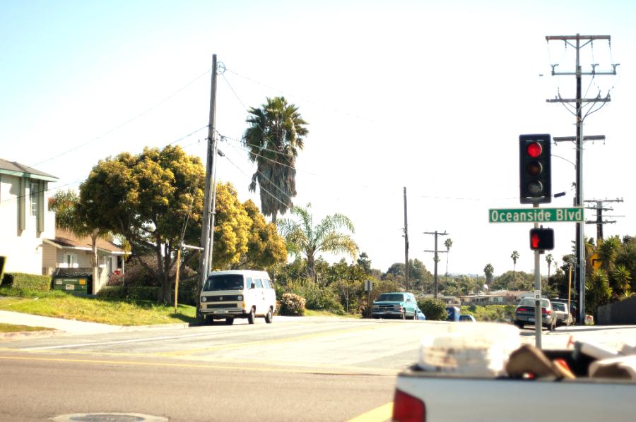 Calle en el centro de la ciudad de Oceanside