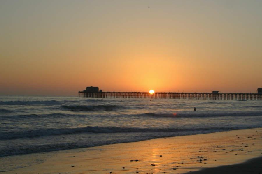 Vista del atardecer sobre la playa de Oceanside