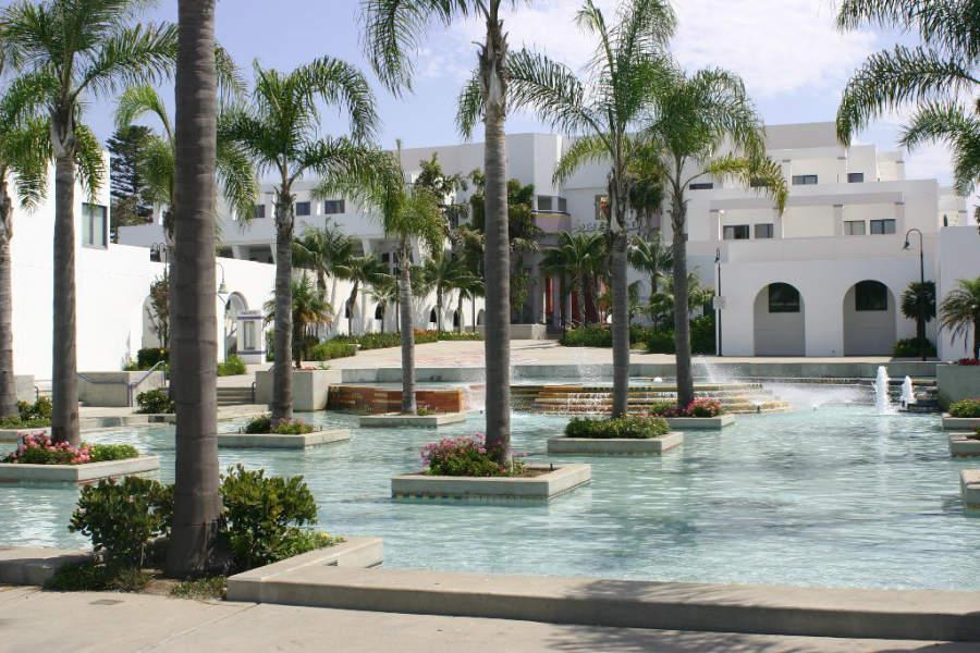 Entrada del Palacio Municipal de Oceanside, en el estado de California