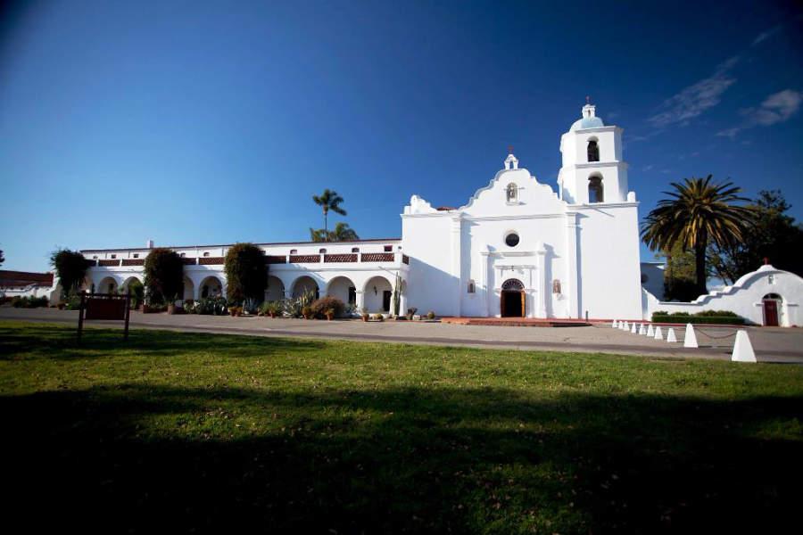 Misión San Luis Rey de Francia en Oceanside, una de las más grandes de California