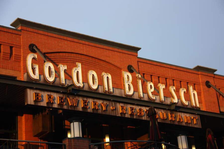 En Tempe hay varios restaurantes que venden cerveza artesanal