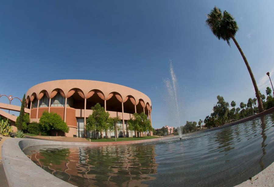 El auditorio ASU Gammage fue construido por Frank Lloyd Wright