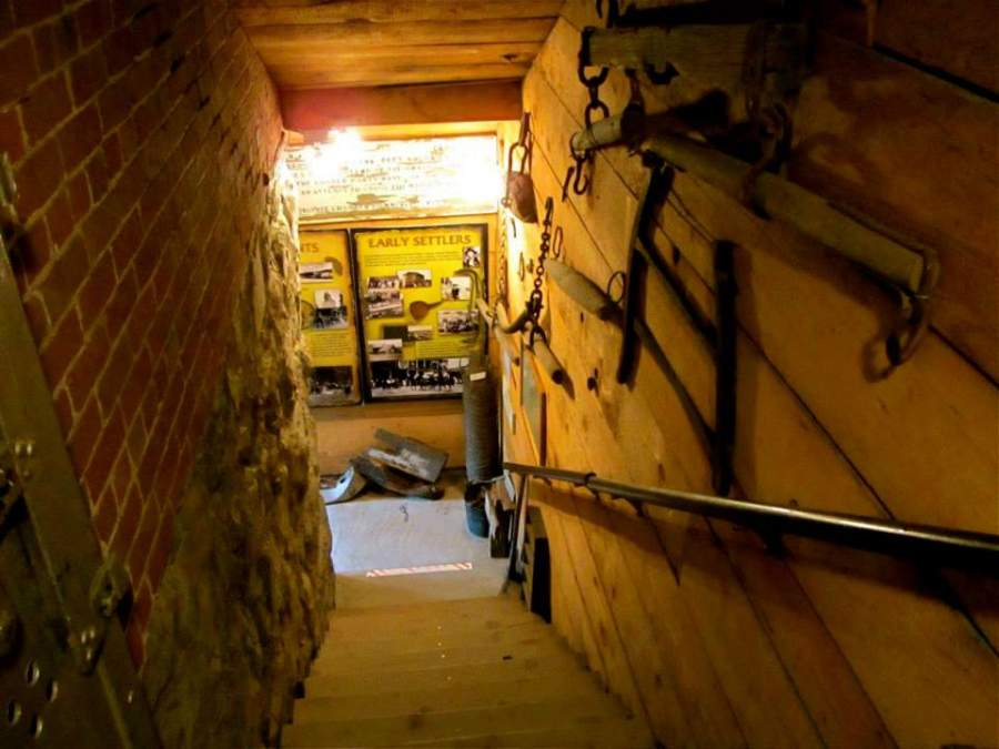 Interior del Museo Old Jail en Truckee, California
