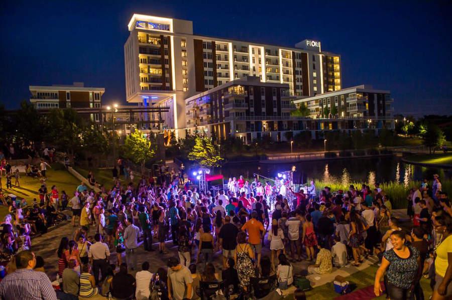 El Parque Addison Circle es sede de numerosos eventos a lo largo del año