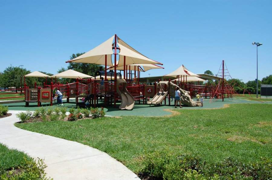 Juegos para niños en un parque de Katy