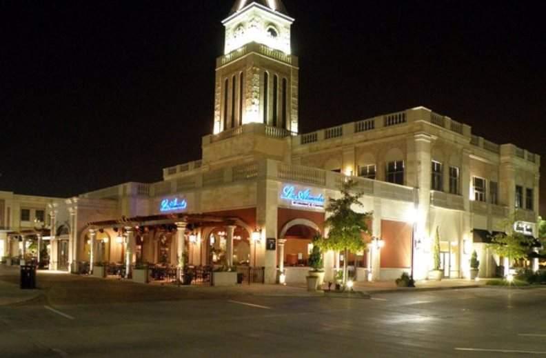 Zona comercial LaCenterra en Cinco Rancho en Katy