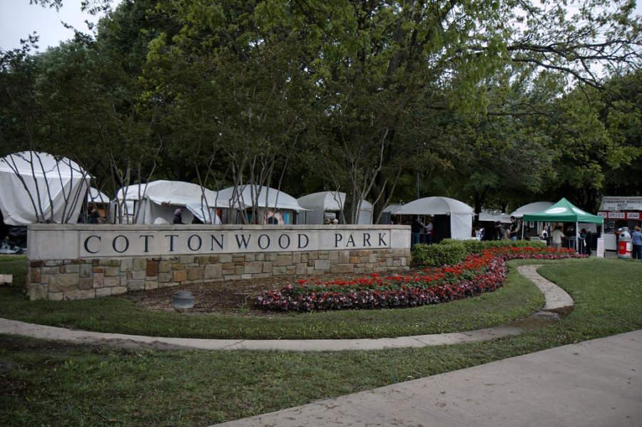 El Parque Cottonwood en Richardson es sede del Festival de Arte de Cottonwood