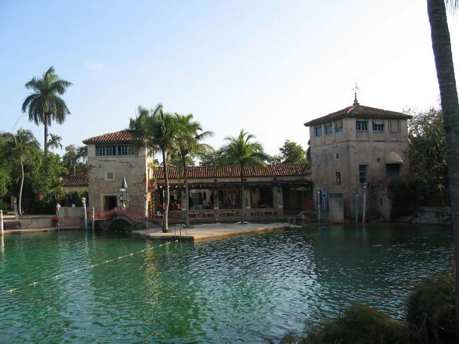 Alberca pública Venetian Pool construida en 1924
