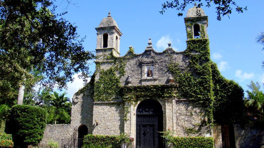 Iglesia en uno de los suburbios de Coral Gables