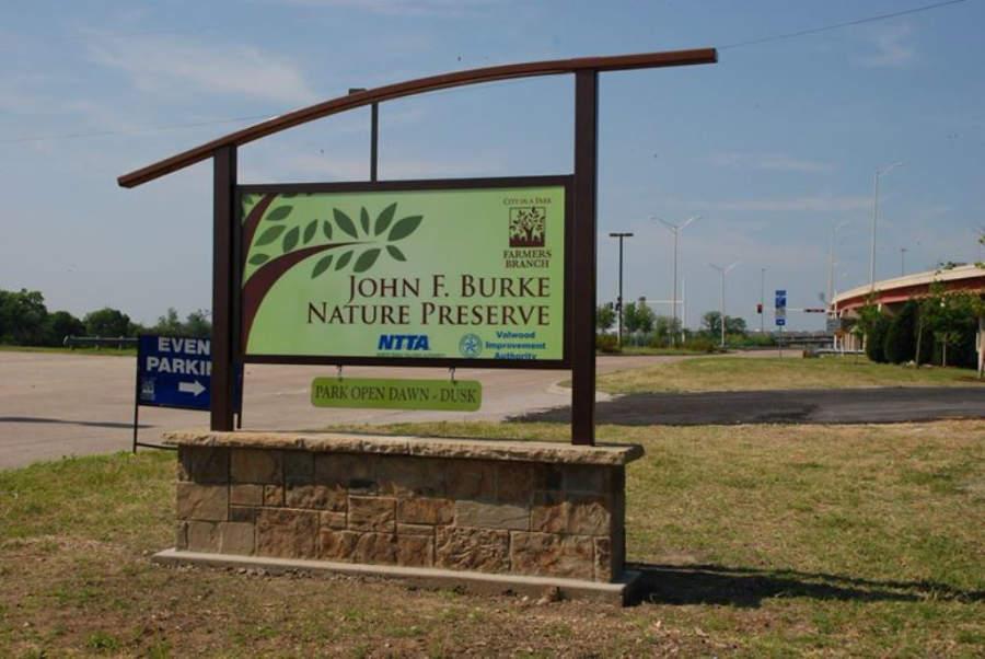 En Farmers Branch está la Reserva Natural John F Burke que alberga diversidad de flora y fauna
