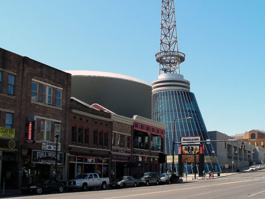 Calle Broadway, donde se ubica el distrito de negocios de Nashville
