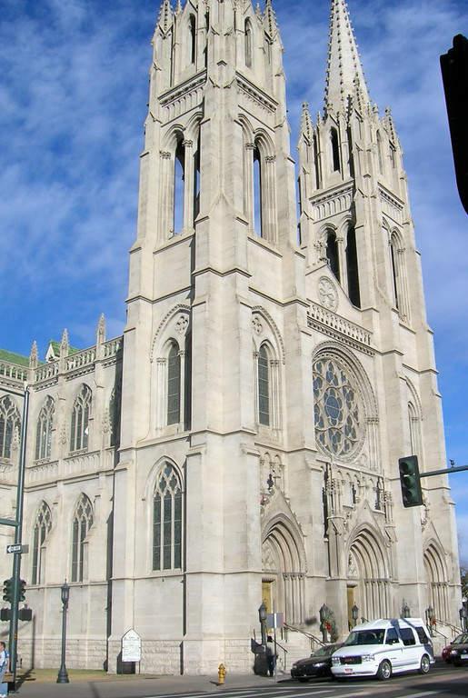 Fachada de la Catedral de la Inmaculada Concepción en Denver, Colorado