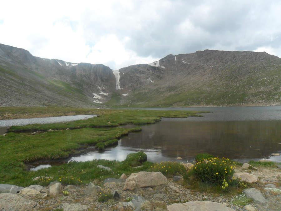 Un lago a los pies del Monte Evans en los alrededores de Denver