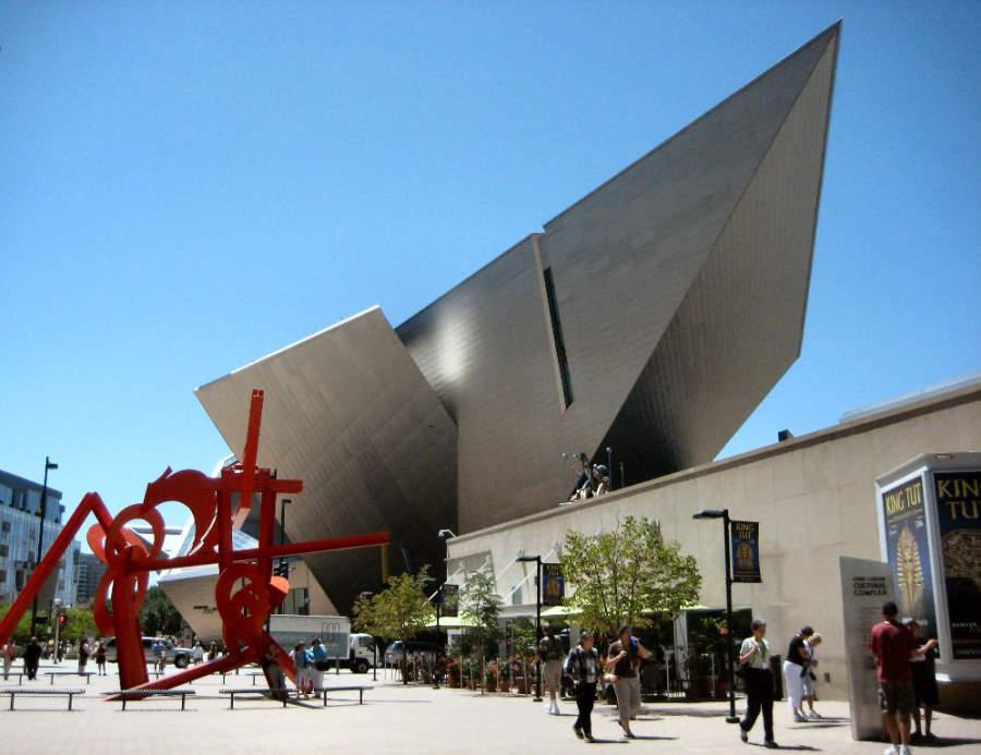 El Museo de Arte de Denver posee una arquitectura de estilo moderno