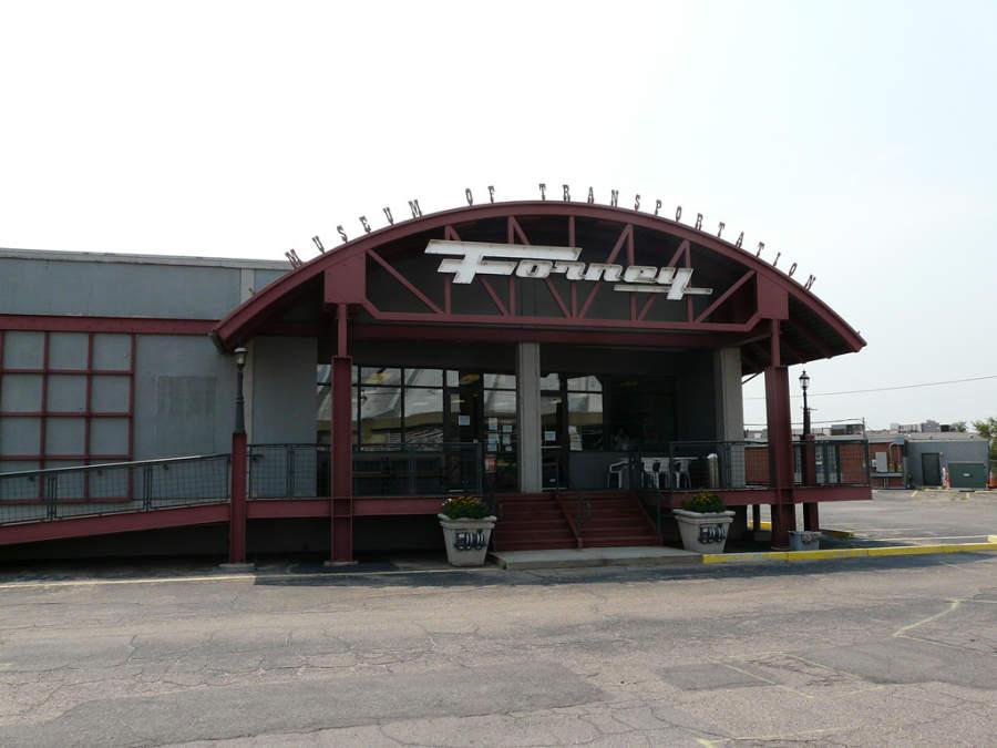 Fachada del Museo del Transporte Forney en Denver
