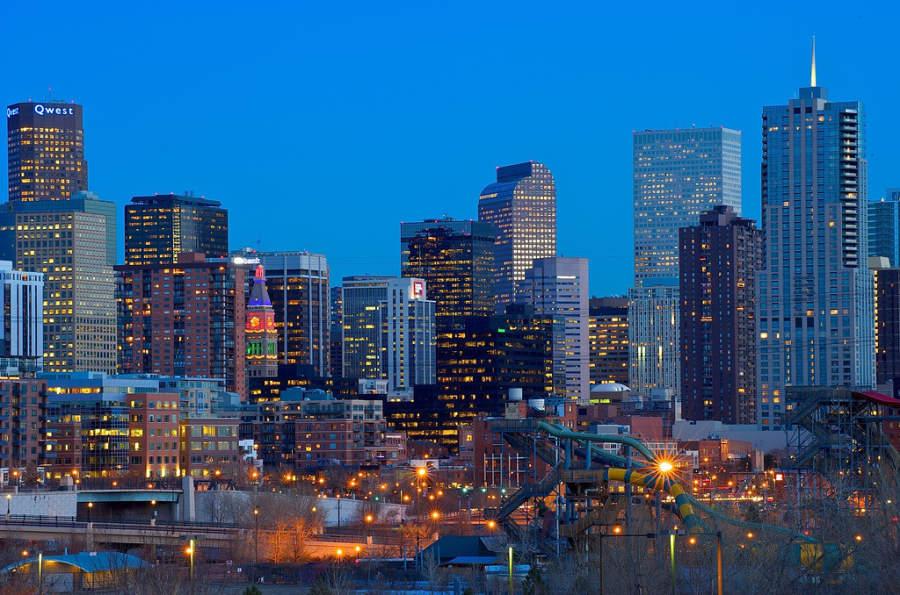 Centro de Denver al anochecer