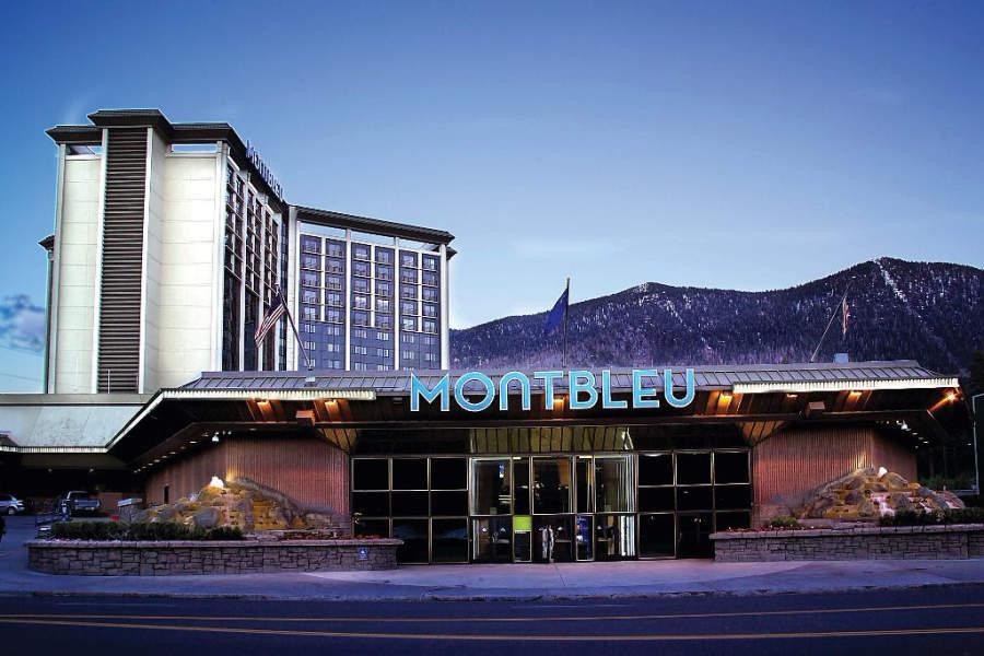 Entrada del hotel con casino MontBleu Resort en Stateline