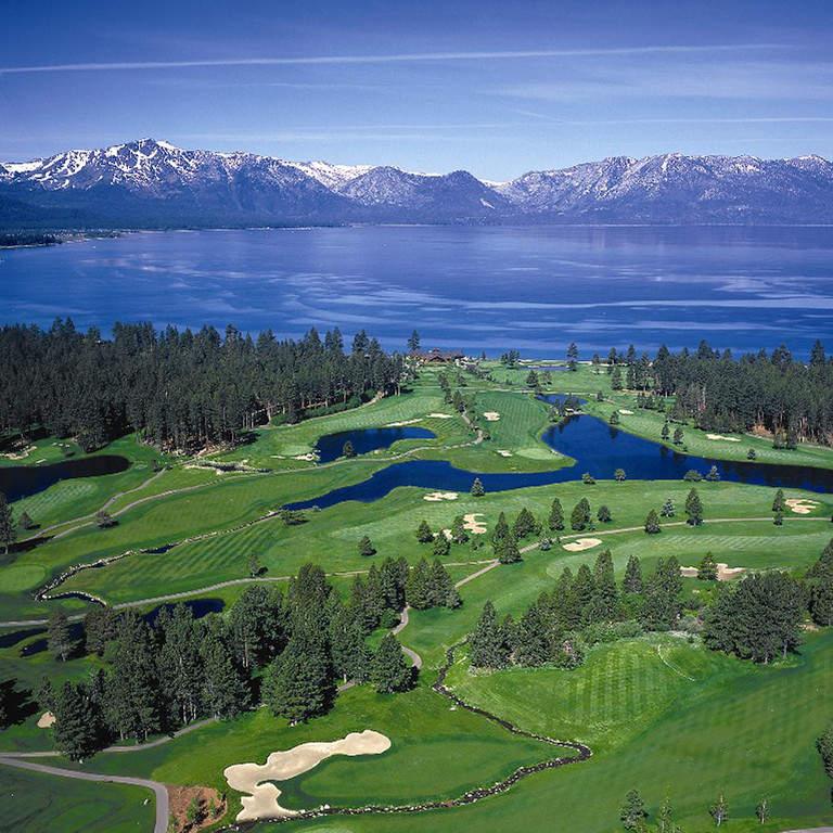 En Stateline está el club de golf Edgewood Tahoe Golf Course que se asienta junto al lago