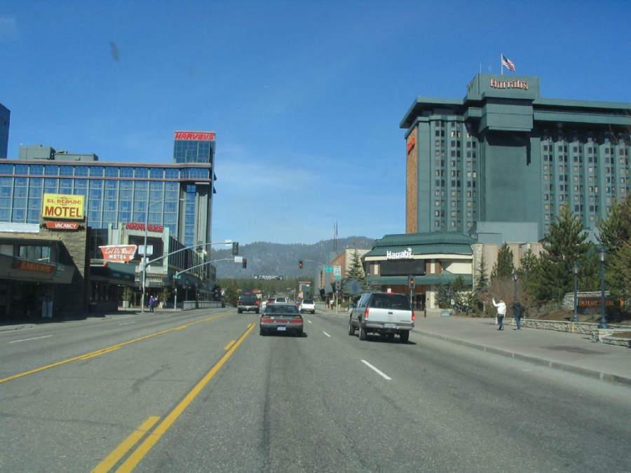 Avenida en la comunidad de Stateline