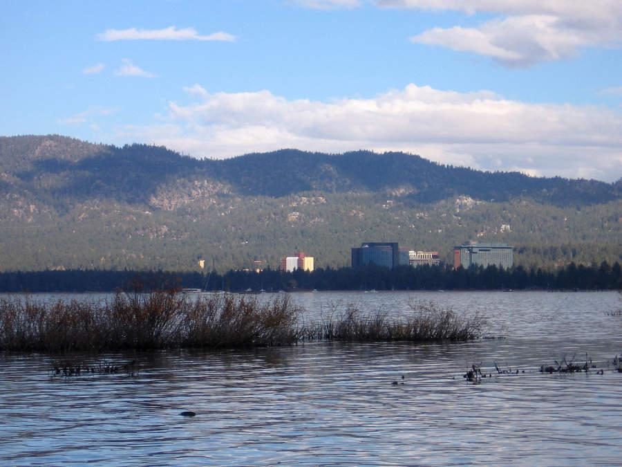 La comunidad de Stateline se ubica en el lado sur del lago Tahoe