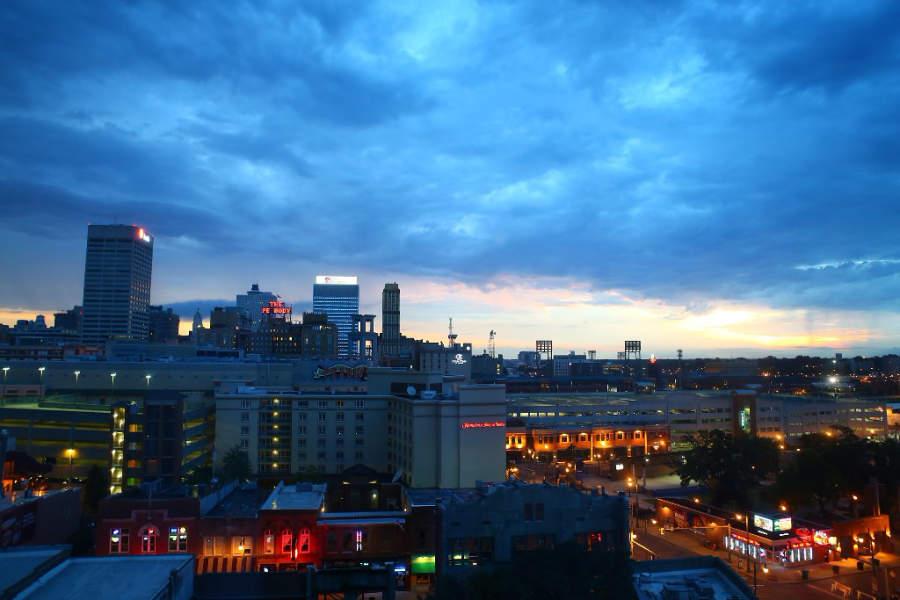 Vista del centro de Memphis al atardecer