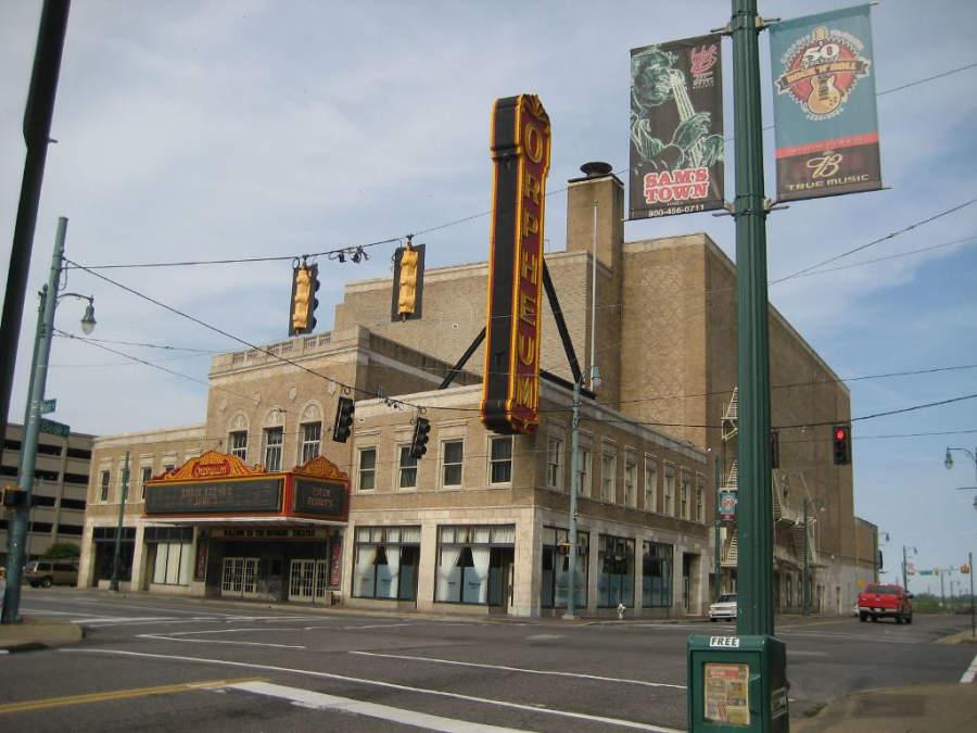 Vista exterior del Teatro Orpheum en Memphis