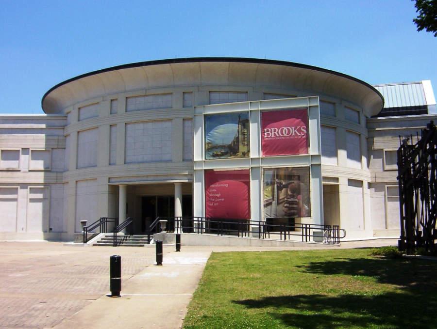 Fachada del museo Memphis Brooks Museum of Art en Memphis