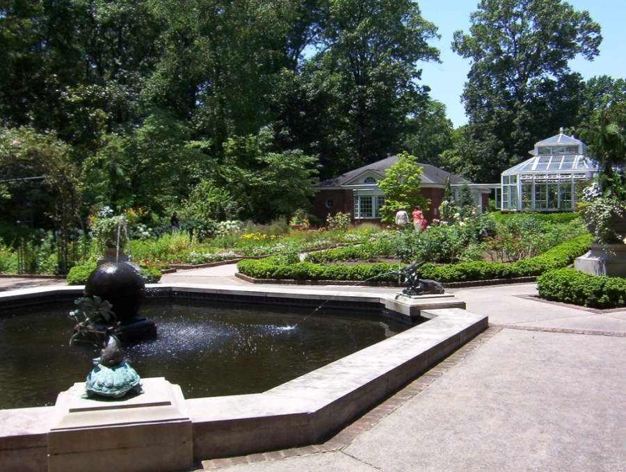 Jardín del recinto Dixon Gallery & Gardens en Memphis, Tennessee