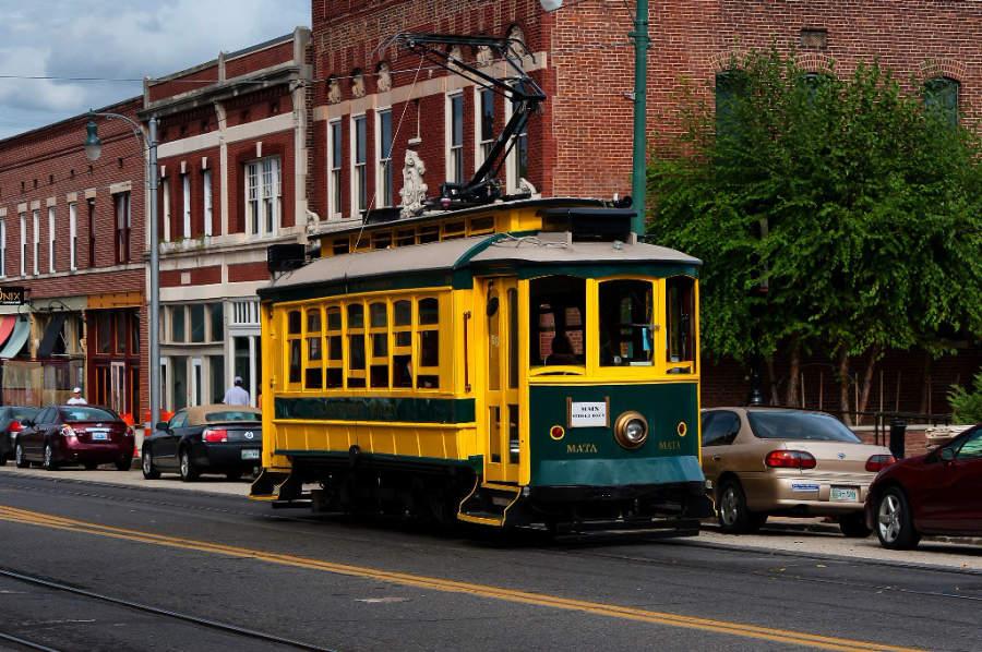 Un tranvía en una calle de Memphis