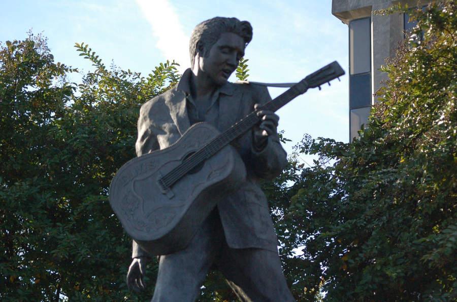 Estatua de Elvis Presley en Memphis, Tennessee