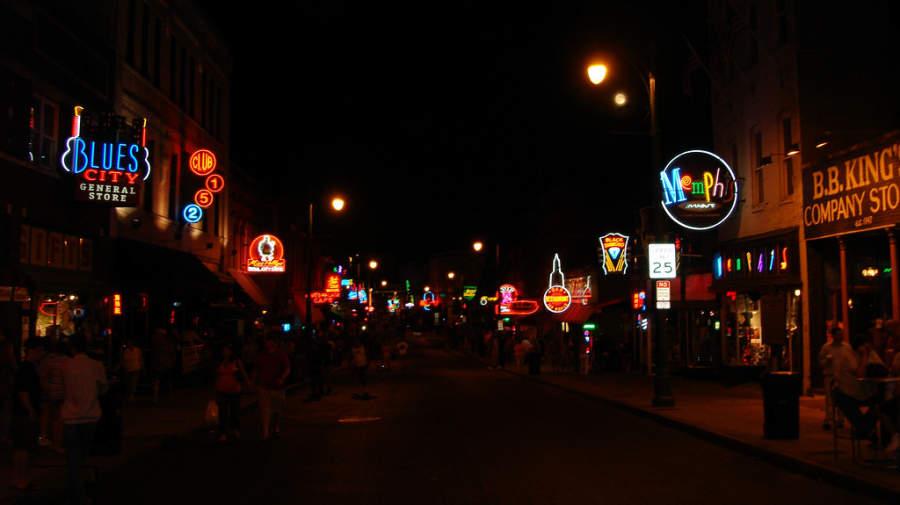 Calle Beale al anochecer