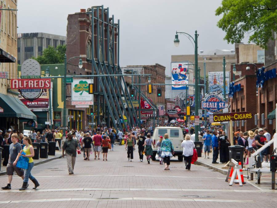 La calle Beale, el corredor turístico más famoso de Memphis