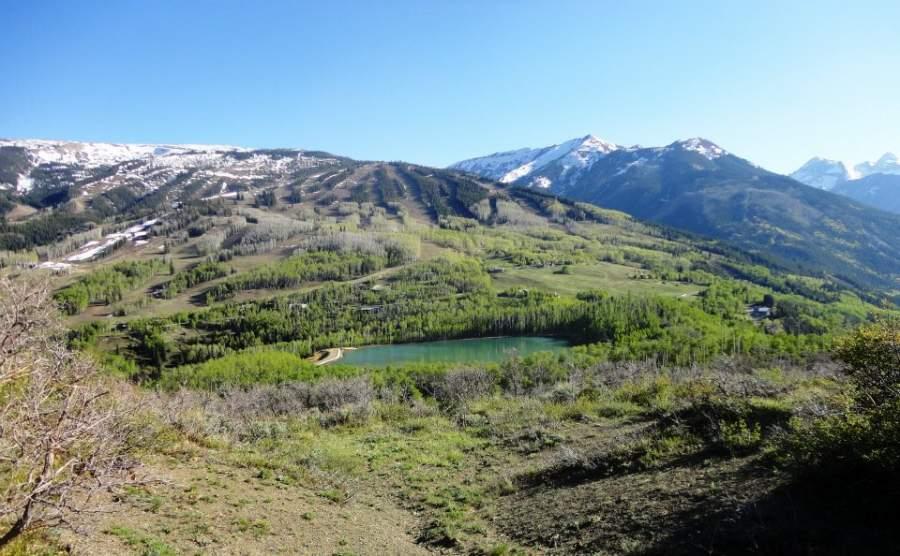 Montañas en los meses de verano en Snowmass Village