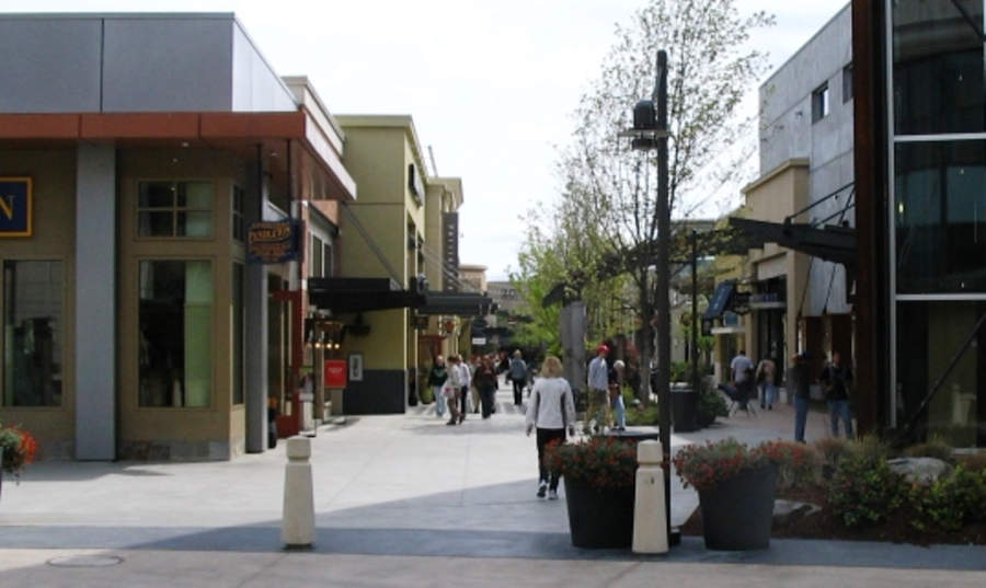 Área exterior del centro comercial Alderwood Mall