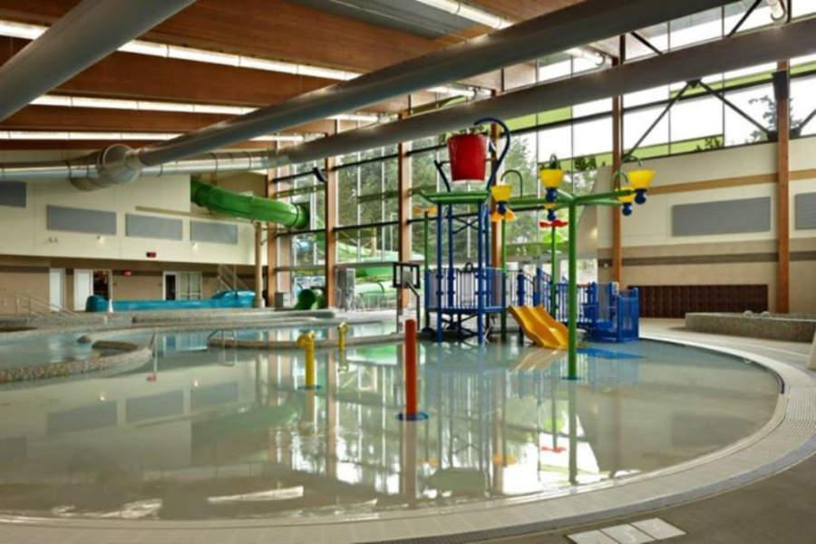 Juegos acuáticos infantiles del centro recreativo Lynnwood Recreation Center & Pool