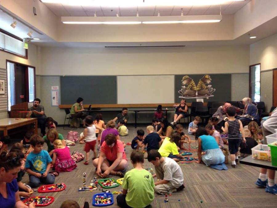 Actividades infantiles en la biblioteca y galería Lynnwood Library Gallery