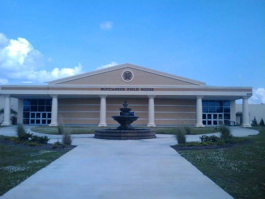 Exterior del pabellón deportivo CSU Field House en North Charleston