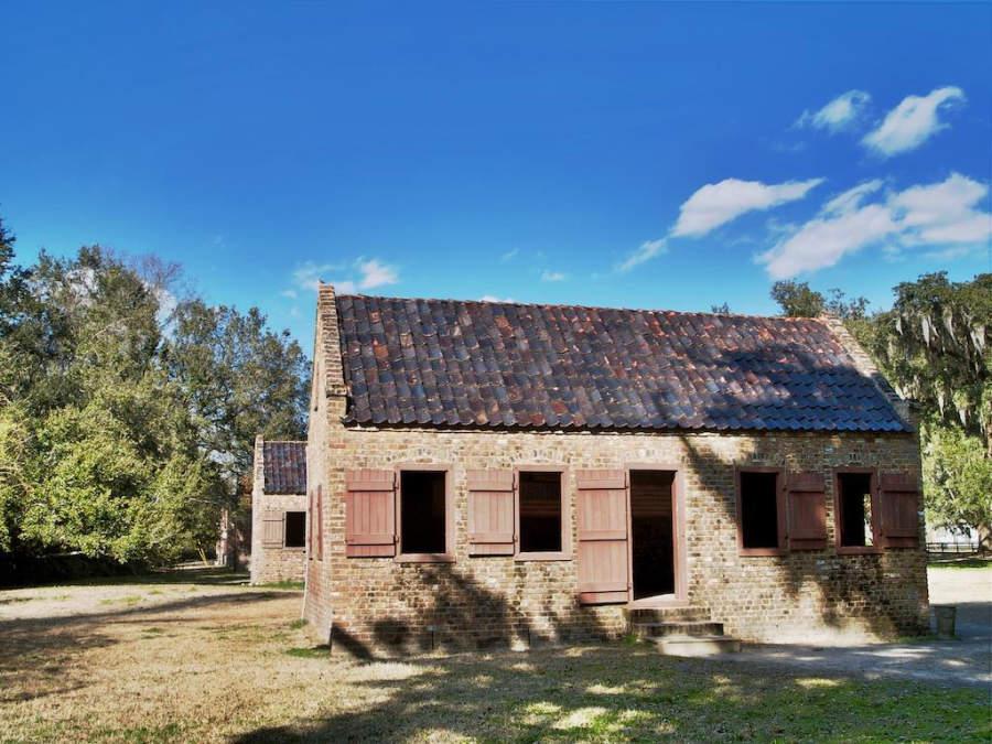 Antiguas casas de esclavos en la plantación Boone Hall en North Charleston