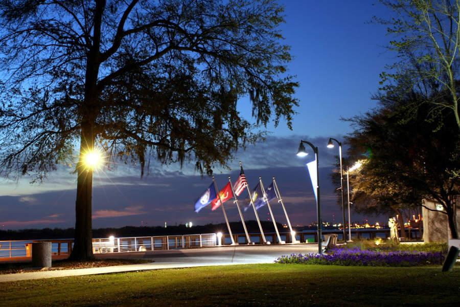 El parque Riverfront se sitúa a orillas del río Cooper en North Charleston