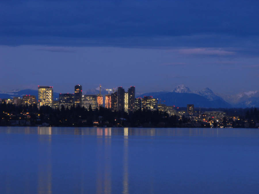 Vista de Bellevue y el lago Washington