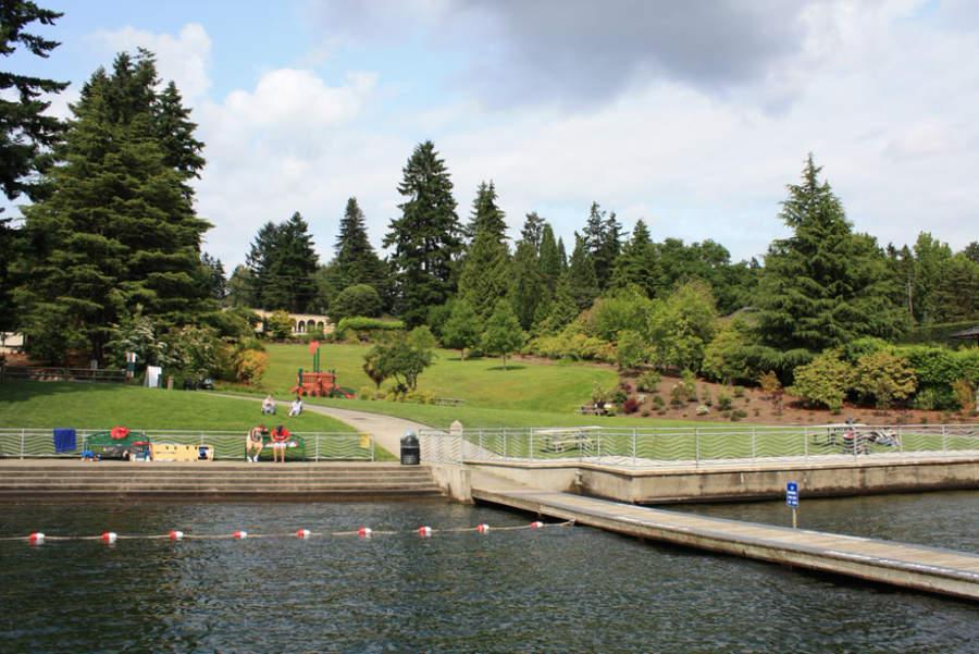Disfruta de la naturaleza en el Clyde Beach Park en Bellevue
