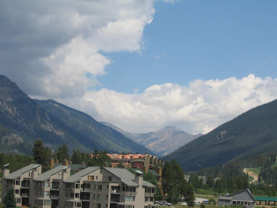 Vista de las montañas y la localidad de Keystone