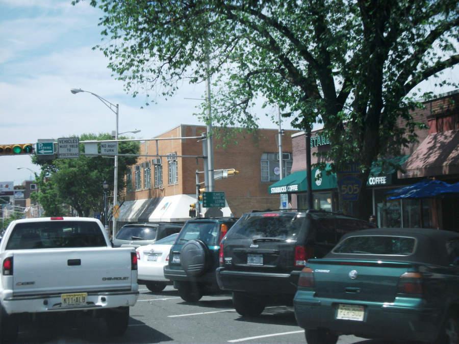 Calle en el centro de Englewood, Nueva Jersey