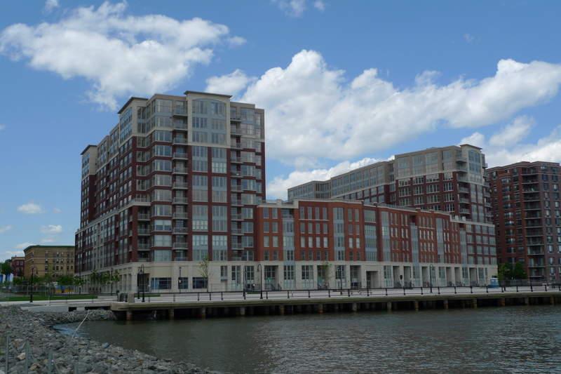 Edificio en la ribera del río Hudson en Hoboken, Nueva Jersey
